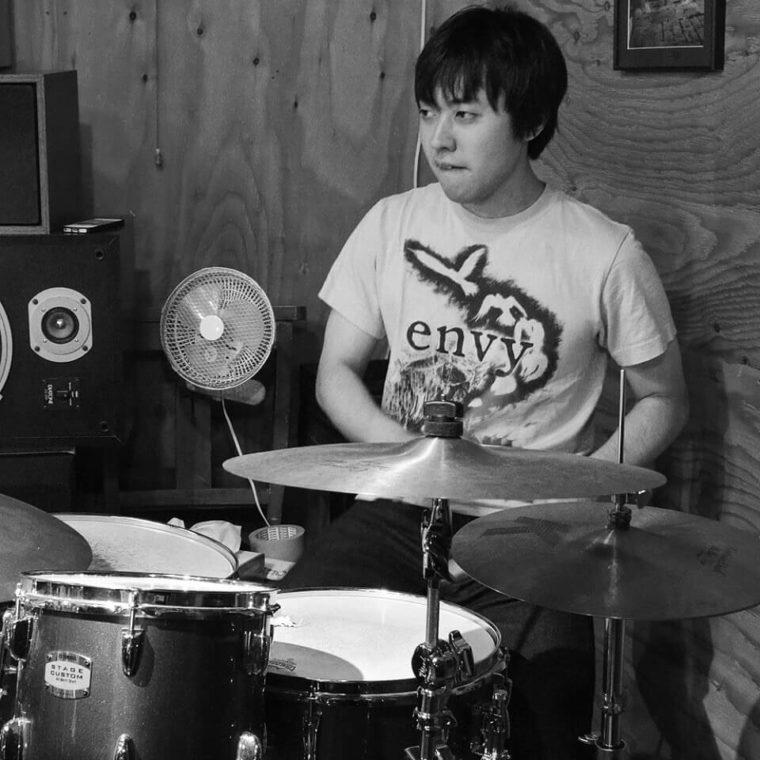 影山瑛一,ドラム